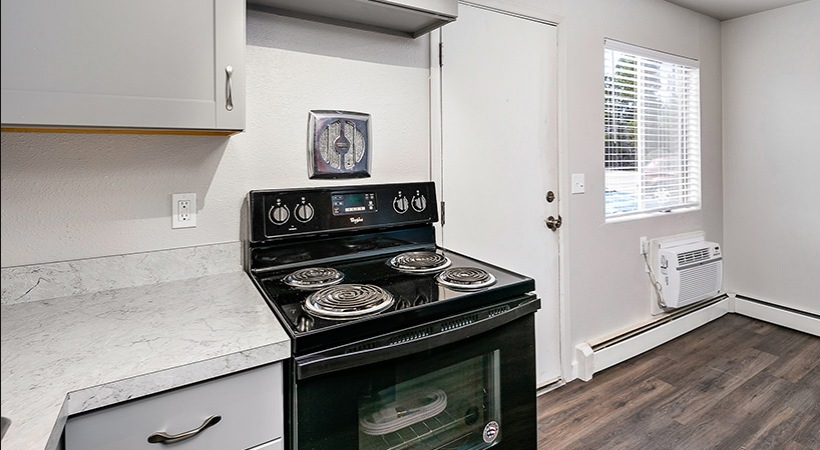 Renovated Townhome - Kitchen Stove